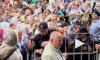 Полиция еле сдерживала желающих приложиться к кресту