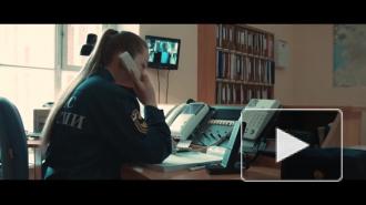 Спасатели МЧС поздравили петербурженок с наступающим женским днем