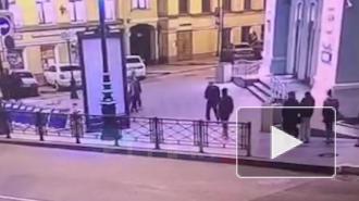 Ограбление школьников на Малой Морской попало на видео