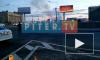 На мосту Александра Невского горит автобус