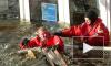 МЧС второй день спасает тонущий в Неве дебаркадер
