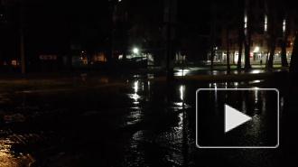 В Приморском районе затопило улицы из-за прорыва трубы