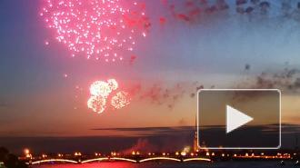 На День Победы в Петербурге прогремели 30 залпов салюта