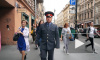 На улице Рубинштейна полицейский рассказал прохожим о жизни Довлатова
