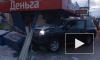 Видео из Мурманска: Внедорожник на полном ходу врезался в остановку с людьми