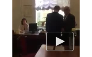 Стычка между депутатом петербургского ЗакСа и журналисткой попала на видео