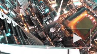 """Российские руферы """"похулиганили"""" в Гонконге и сняли это на видео, разместив на вершине небоскреба свое послание"""