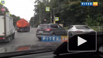 Видео: ДТП в поселке Песочный мешает проехать через перекресток
