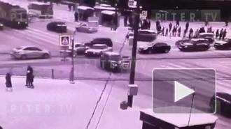 """На """"Академической"""" столкнулись немецкие автомобили, рассказали очевидцы"""