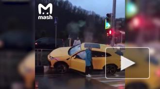 В Сочи Lamborghini на скорости врезался в дорожное ограждение