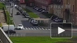 Видео: две легковушки столкнулись под Кантемировским мостом