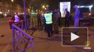 Во время ДТП на Загородном проспекте Hyundai сбил женщину с велосипедом