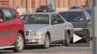 Автомобилисты не могут покинуть Васильевский остров