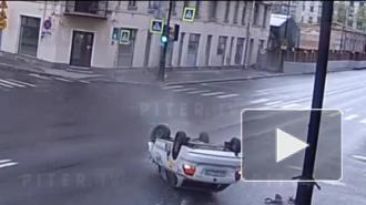 Момент ДТП на пересечении Каменноостровского и Профессора Попова попал на видео