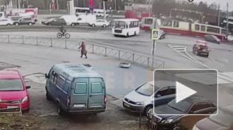 На пересечение Энгельса и Сикейроса мопедист врезался в автобус
