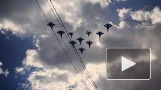 Репетиция авиационного парада в Москве: в честь 69 годовщины Победы в небо взмыли 69 самолетов