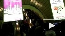 В петербургском метро людям темно, а инфекции вольготно