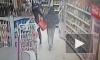 Появилось видео из магазина на Рихарда Зорге, где петербуржцы с муляжом гранаты пытались украсть продукты