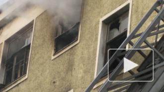 На Среднеохтинском проспекте каким-то чудом спаслась из огня женщина