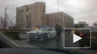 На проспекте Непокоренных авария с маршруткой