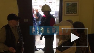 Видео со Зверинской улицы, где треснул дом: в жилом помещении рушатся потолки и стены