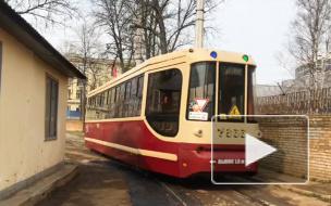 В Петербурге начали уличную помывку трамваев