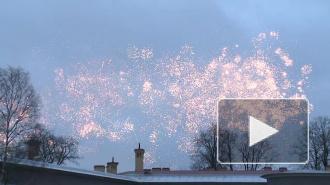 В Рождество над Петербургом прогремел неказистый салют