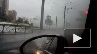 На проспекте Маршала Жукова прорвало трубу с кипятком