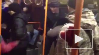 В Петербурге пассажир нанес тяжелые травмы кондуктору, не желая платить за проезд