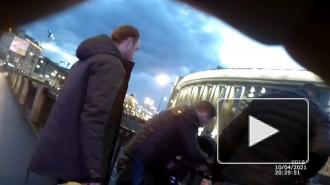 В Петербурге полицейские спасли мужчин, тонувших в Обводном канале