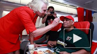 Миллиардеру Ричарду Брэнсону пришлось поработать стюардессой