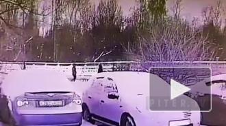 Появилось видео нападения разбойника с ножом на медсестру в Невском районе