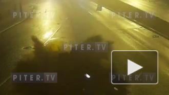 """Момент ДТП со """"взрывом"""" на Выборгской набережной попал на видео"""