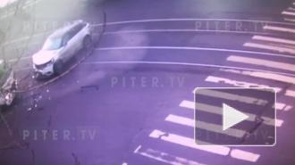 Момент ДТП с мусоровозом в Красногвардейском районе попал на видео