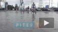На проспекте Косыгина в Петербурге прорвало трубу