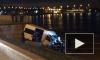 На Обуховской Обороны микроавтобус вылетел на речной причал. Разбив машину и ограждение, водитель пропал