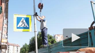 На улицах Выборга начали менять опоры наружного освещения