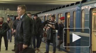 """На станции метро """"Проспект Просвещения"""" неизвестный бросил петарду"""