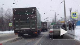 """ДТП в Санкт-Петербурге: маленькая Шевроле влетела под фуру, на Тельмана грузовики устроили аварию на """"зебре"""""""