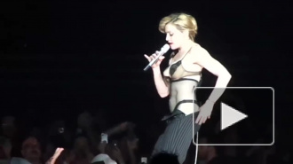Стареющая Мадонна выставила напоказ голую грудь, снявшись в откровенной фотосессии