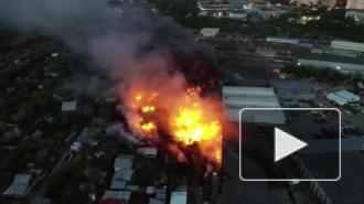 В Екатеринбурге ликвидирован крупный пожар на пилораме