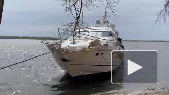 Баржа столкнулась с яхтой в акватории Волги