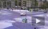 """Видео: иномарка """"прокатила"""" Ладу на перекрестке в Приморском районе"""