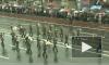 По Невскому – с оркестром. Военные поздравили петербуржцев с Днем рождения города