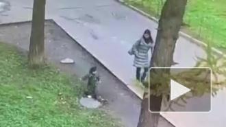 Ребенок провалился в люк на глазах у матери в Санкт-Петербурге