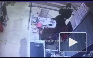 Российский кассир отбился от грабителей жвачкой