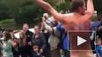 Эстафету олимпийского огня возглавил голый борец за своб...