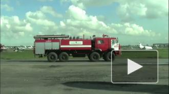 Школьникам показали, как тушат пожары в Пулково