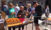 Мандаринки спасают людей: петербуржцы меняют сигареты на фрукты