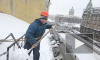 Ком снега с «Адмиралтейской» рухнул на головы трех петербурженок